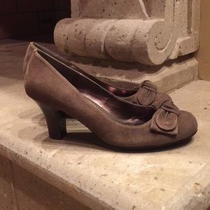 "{Sofft}Like New Size 8.5"" Grigny 2 3/4"" Heel Pump"